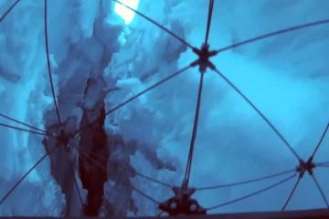 氷の割れ目に潜入